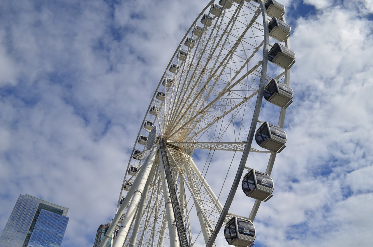 02 Seattle ferris wheel.jpg