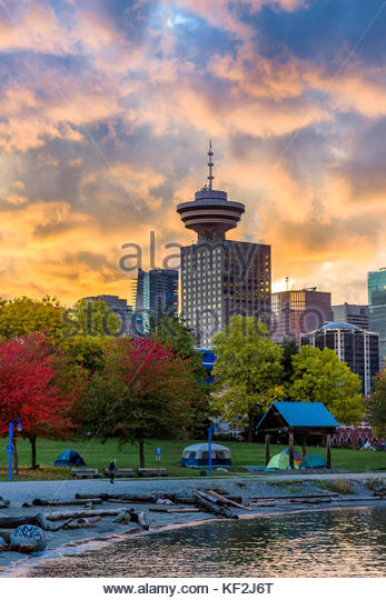 cluster-of-homeless-tents-crab-park-vancouver-british-columbia-canada-kf2j6t.jpg