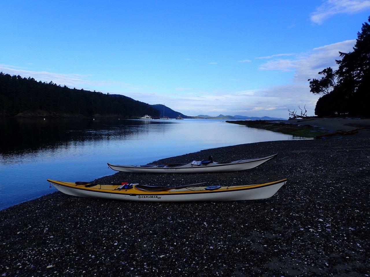 Kayaks at Cabbage Island.jpg